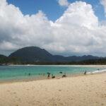 25 Maret 2012 — Pantai Lampuuk dengan garis pantai melengkung. Indah bukan?